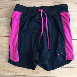 Loose Mid-thigh athletic shorts